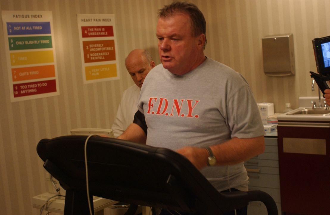 Als der Chief Jerry Reilly (Jack McGee) erfährt, dass er in den aktiven Dienst nicht zurückkehren darf, fasst er einen folgenschweren Entschluss ... - Bildquelle: 2007 Sony Pictures Television Inc. All Rights Reserved