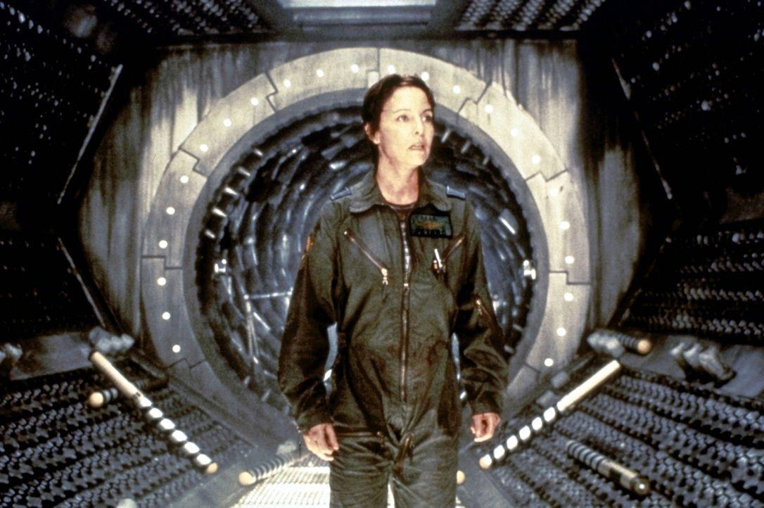 Die Rettungstechnikerin Peters (Kathleen Quinlan) spürt die Bedrohung auf der Event Horizon -  zu spät ... - Bildquelle: Paramount Pictures