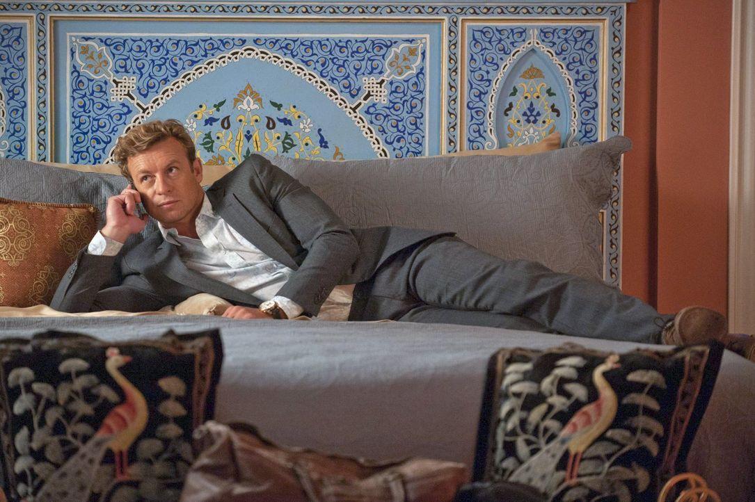 Versucht alles, um den Terroristen Jan Nemec zu fassen: Jane (Simon Baker) ... - Bildquelle: Warner Bros. Television