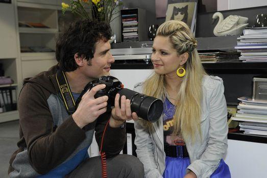 Werden sie endlich zueinander finden? Alexander (Paul Grasshoff, l.) und Mia...