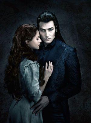 """Lucy als """"Sarah"""" in """"Tanz der Vampire"""" - Bildquelle: Stage Entertainment"""