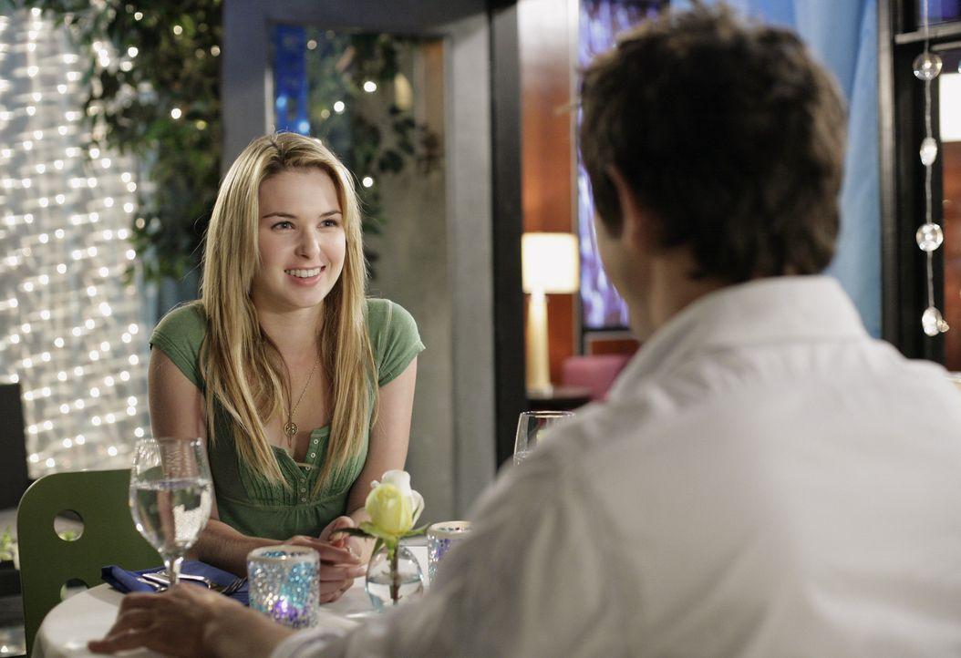 Amanda (Kirsten Prout, l.) kehrt überraschenderweise aus New York zurück, worüber ihre Mutter ziemlich entsetzt ist - und ihr Hausarrest gibt. Do... - Bildquelle: TOUCHSTONE TELEVISION