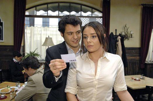 Anna und die Liebe - Paloma (Maja Maneiro, r.) zeigt sich unbeeindruckt von M...
