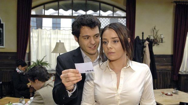 Paloma (Maja Maneiro, r.) zeigt sich unbeeindruckt von Maiks (Sebastian König...