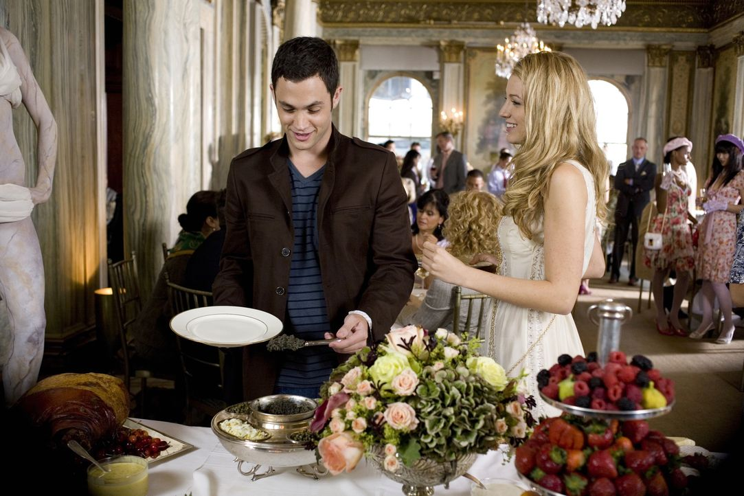 Noch ahnt Dan (Penn Badgley, l.) nicht, dass seine heimliche Liebe Serena (Blake Lively, r.) ein Geheimnis vor ihm verbirgt ... - Bildquelle: Warner Brothers