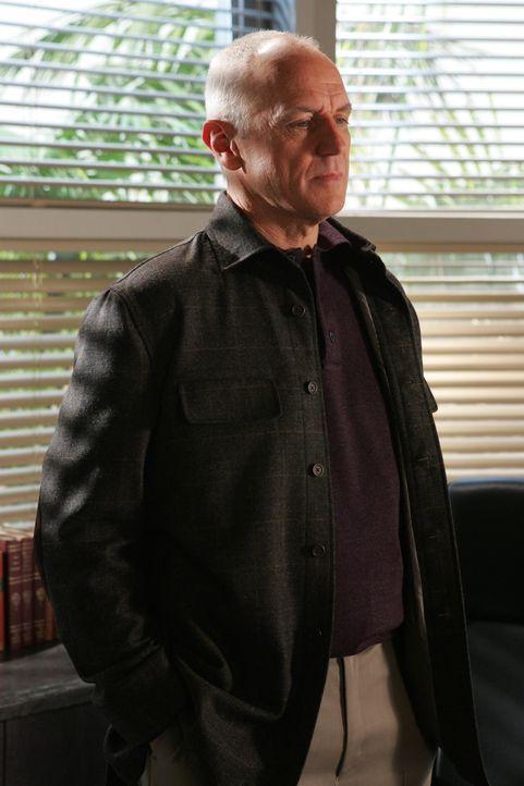 Caleb (Alan Dale) möchte Lindsay adoptieren, doch Julie befürchtet, dass eine Adoption ihr Erbe gefährden könnte ... - Bildquelle: Warner Bros. Television