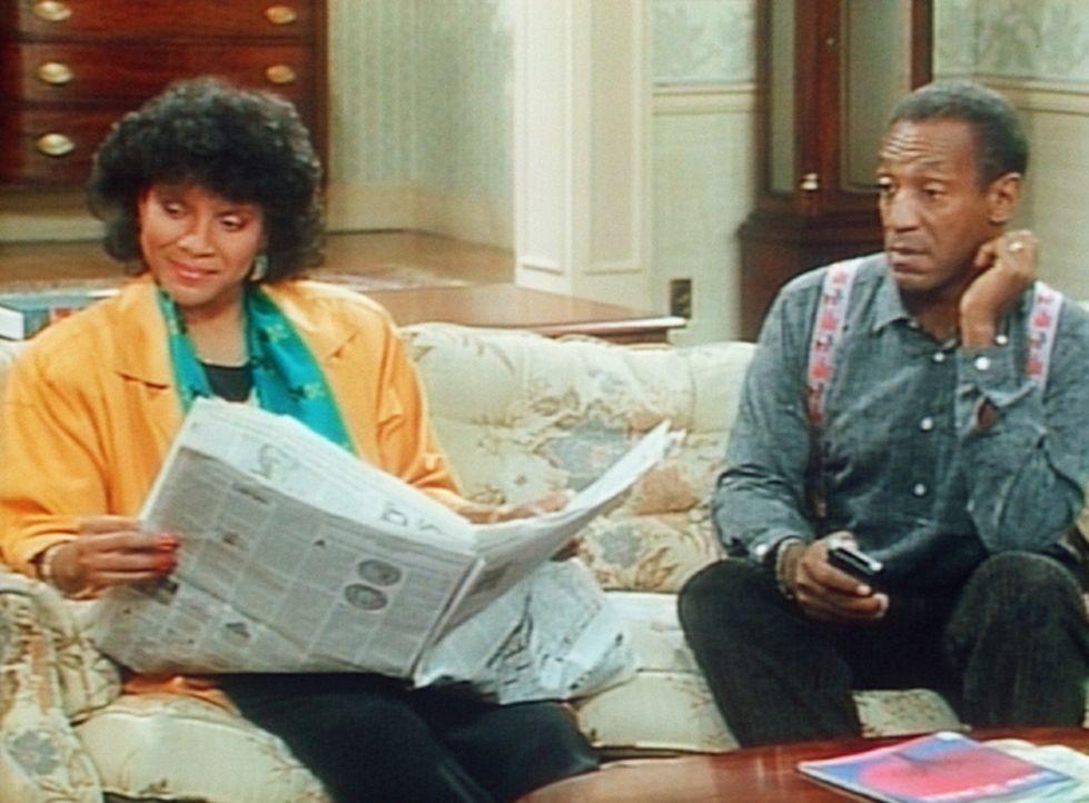 Clair (Phylicia Rashad, l.) kann gleichzeitig fernsehen und Zeitung lesen. Deshalb darf Cliff (Bill Cosby, r.) auch nicht einfach umschalten. - Bildquelle: Viacom
