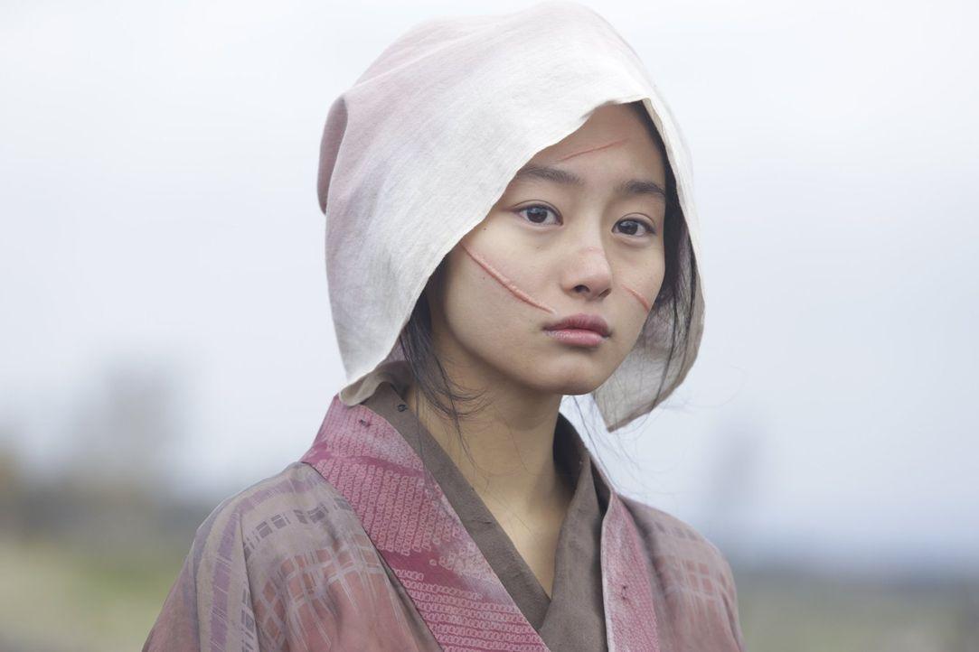 Nachdem die junge Prostituierte Natsume (Shiori Kutsuna) von zwei Brüdern entstellt wurde, setzten ihre Freundinnen ein Kopfgeld auf die beiden aus,... - Bildquelle: Warner Bros.