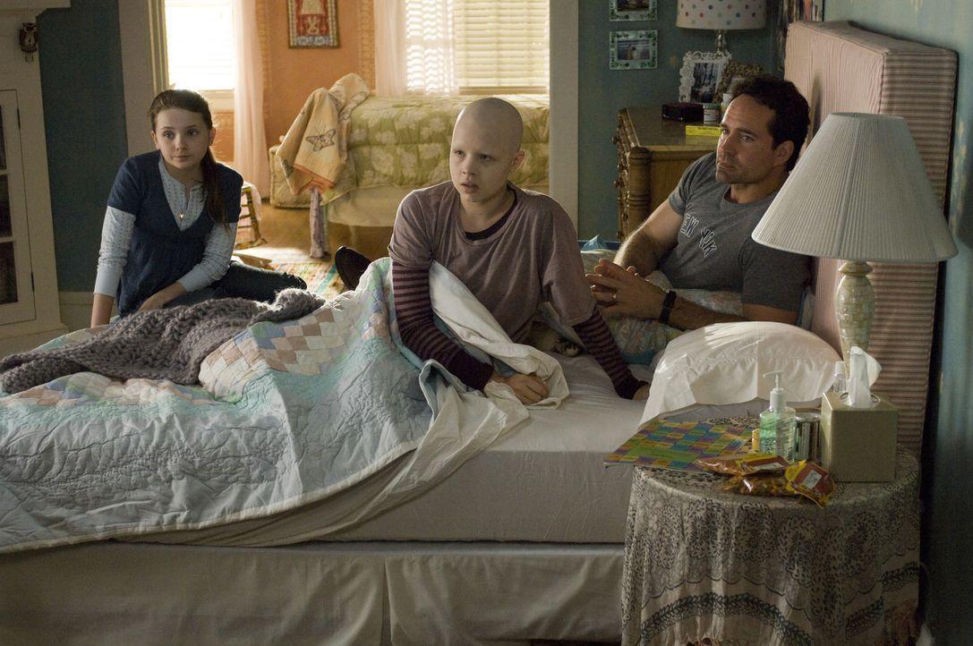 Das Glück der Eltern Sara und Brian (Jason Patric, r.) zerbricht, als ihre Tochter Kate (Sofia Vassilieva, M.) an Leukämie erkrankt und kaum eine... - Bildquelle: Warner Brothers