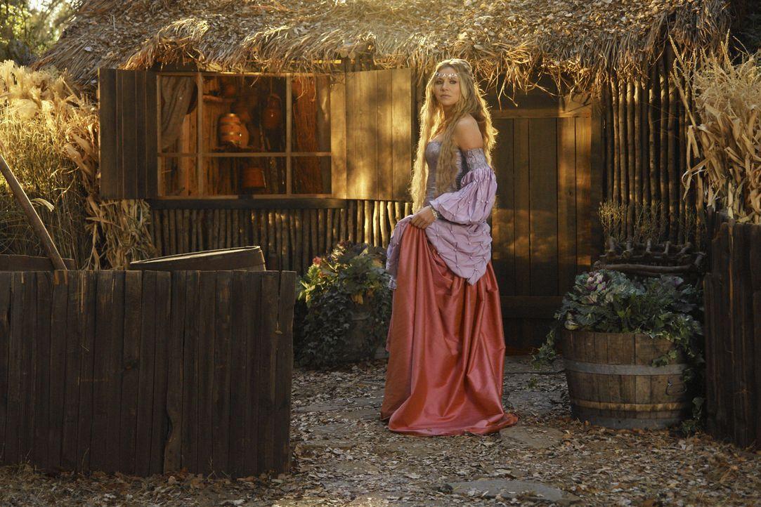 Weil sie ihre Magd nicht alleine retten kann, muss die Prinzessin (Sarah Chalke) jemanden um Hilfe bitten. Ihre Wahl fällt ausgerechnet auf den Dorf... - Bildquelle: Touchstone Television