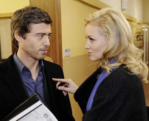 Alexandra wundert sich, dass Julian den Vorstand unterstützt. - Bildquelle: Christoph Assmann - Sat1