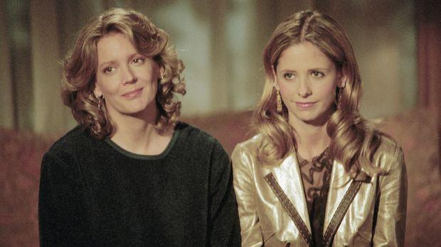 Joyce (Kristine Sutherland, l.) hat zu ihrer Tochter Buffy (Sarah Michelle Ge...