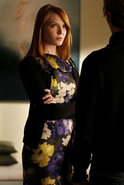 Maureen (Holley Fain) hat Verdacht geschöpft und versucht nun, der Sache auf den Grund zu gehen. - Bildquelle: Warner Brothers