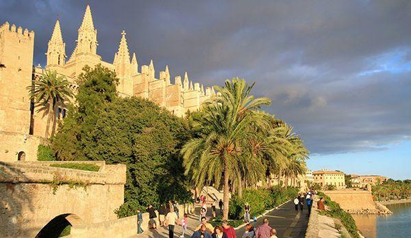 Rund um die Kathedrale - Bildquelle: dpa