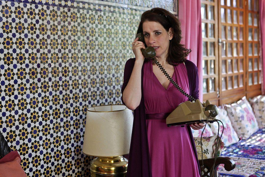 Ausgerechnet mit ihrem Exmann Hajo soll Nina (Stefanie Höner) eine Nacht in einem Zelt mitten in der Wüste verbringen. Kann das gut gehen? - Bildquelle: Sife Ddine ELAMINE SAT.1