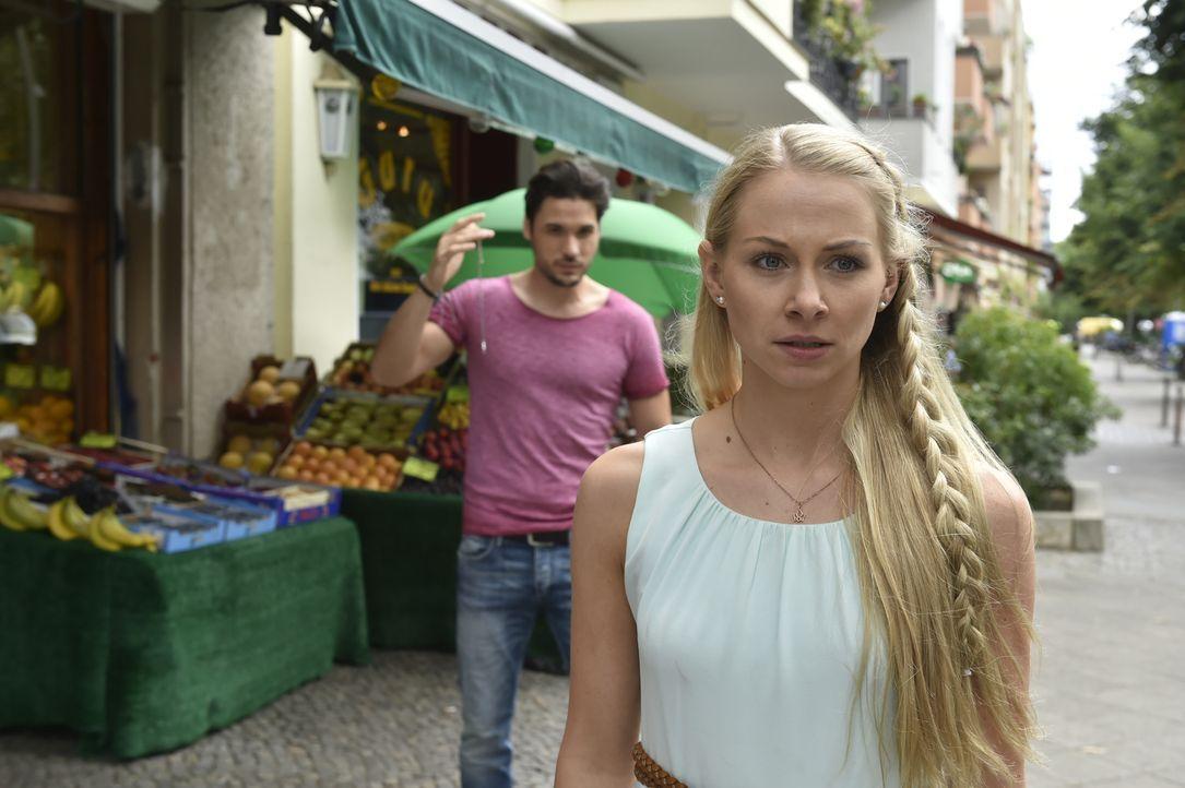 Luisa (Jenny Bach, r.) hat einen heißen Traum von Sami (Alexander Milo, l.). Langsam weiß sie nicht mehr, was sie davon halten soll. Schließlich ist... - Bildquelle: Claudius Pflug SAT.1
