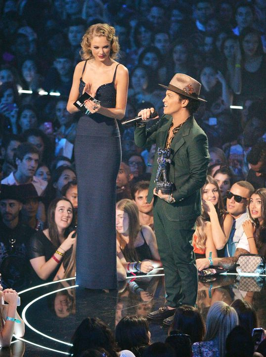MTV-Music-Video-Awards-Taylor-Swift-Bruno-Mars-130825-getty-AFP.jpg 1491 x 2000 - Bildquelle: getty-AFP/AFP