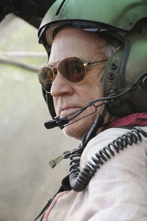 Steht dem Team bei der Rettung von Steve bei: Frank Bama (Jimmy Buffett) ... - Bildquelle: TM &   CBS Studios Inc. All Rights Reserved.