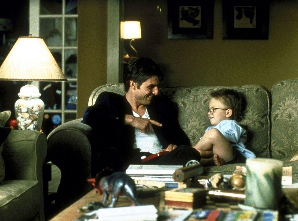 Werden Freunde: Jerry Maguire (Tom Cruise, l.) und Ray (Jonathan Lipnicki, r.) ... - Bildquelle: TriStar Pictures