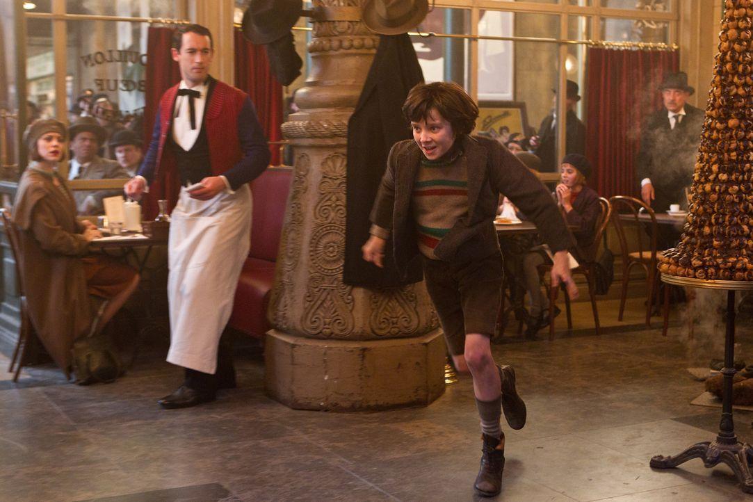 Im Paris der 1930er Jahre, im Bahnhof Montparnasse, lebt der Junge Hugo (Asa Butterfield) versteckt im Gewölbe des Pariser Bahnhofs und immer auf de... - Bildquelle: Jaap Buitendijk 2011 GK Films.  All Rights Reserved.