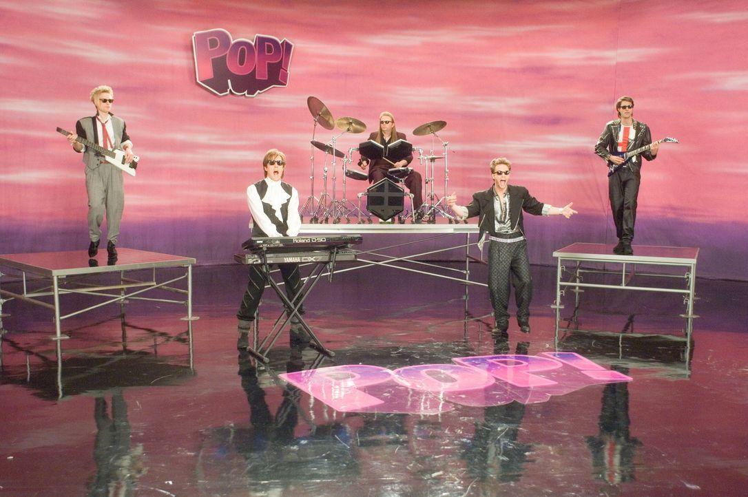 """In der Band """"Pop!"""" war Alex Fletcher (Hugh Grant, 2.v.l.) bis Anfang der Neunziger ein großer Star. Nach der Trennung der Band blieb der Erfolg aus... - Bildquelle: Warner Bros."""