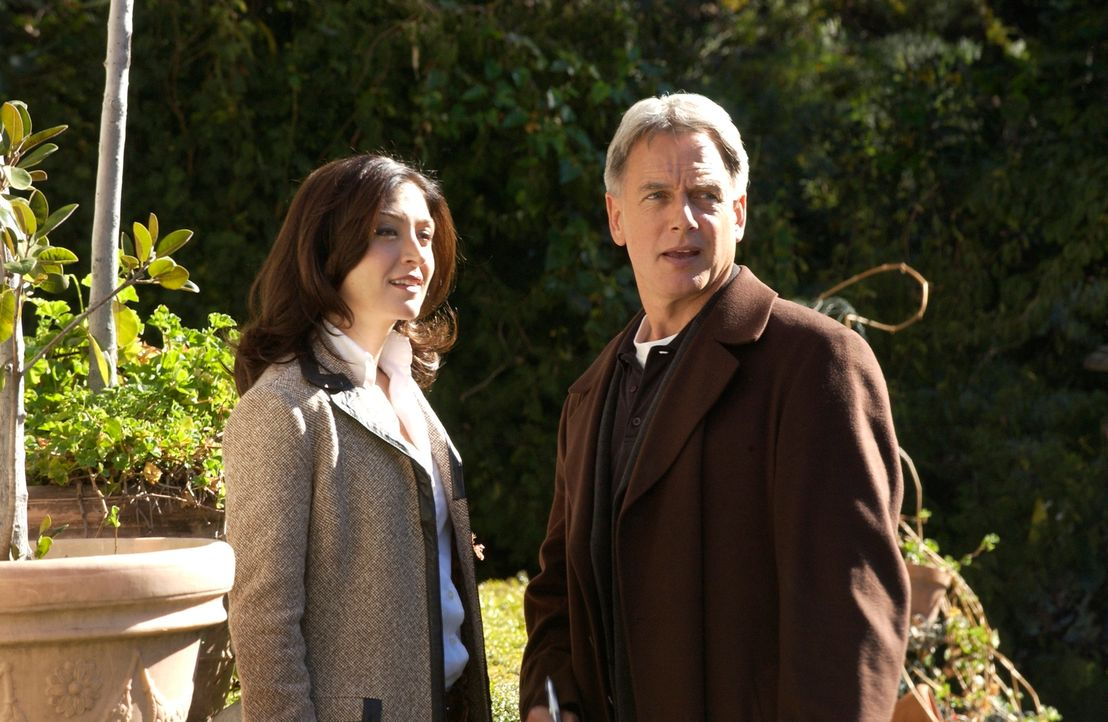 Als Ducky entführt wird, bleibt Gibbs (Mark Harmon, r.) und Kate (Sasha Alexander, l.) nicht viel Zeit, um ihren Freund zu retten und den Killer zu... - Bildquelle: CBS Television
