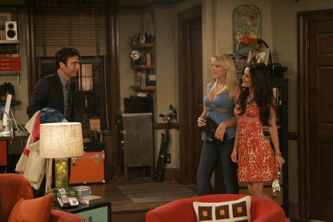 Ted (Josh Radnor, l.) ist überfordert mit dem Angebot ,das Trudy (Danica McKellar, r.) und Rachel (Busy Philipps , M.) ihm machen ... - Bildquelle: 20th Century Fox International Television