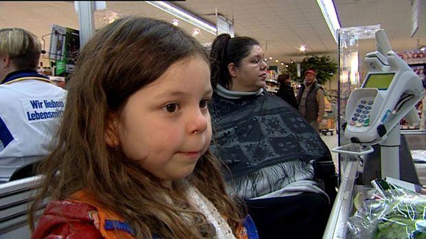 Weil Mutter Lori sterbenskrank ist, übernimmt Tochter Anuschka (4) aus Berlin...