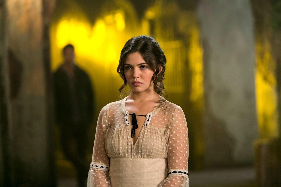 Davina sammelt ihre Kräfte - Bildquelle: Warner Bros. Entertainment Inc.