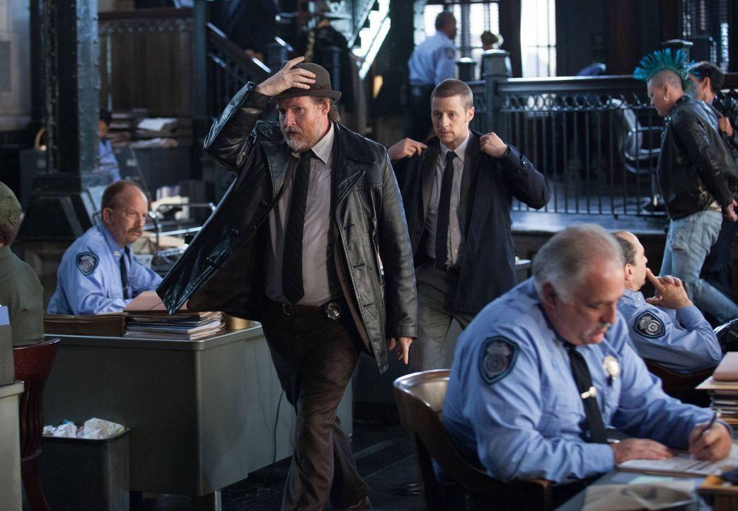 Als ein selbsternannten Rächer, der korrupte Einwohner Gothams umbringt, sein Unwesen treibt, beginnt für die Ermittler James Gordon (Ben McKenzie,... - Bildquelle: Warner Bros. Entertainment, Inc.