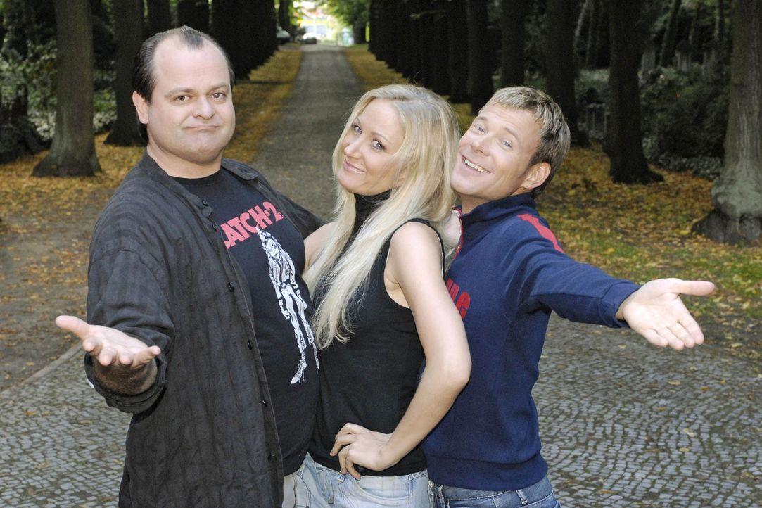 """Die Comedy-WG der """"Dreisten Drei"""" mit """"der Neuen"""" Janine Kunze (M.), Markus Majowski (l.) und Mathias Schlung (r.). - Bildquelle: Sat.1"""
