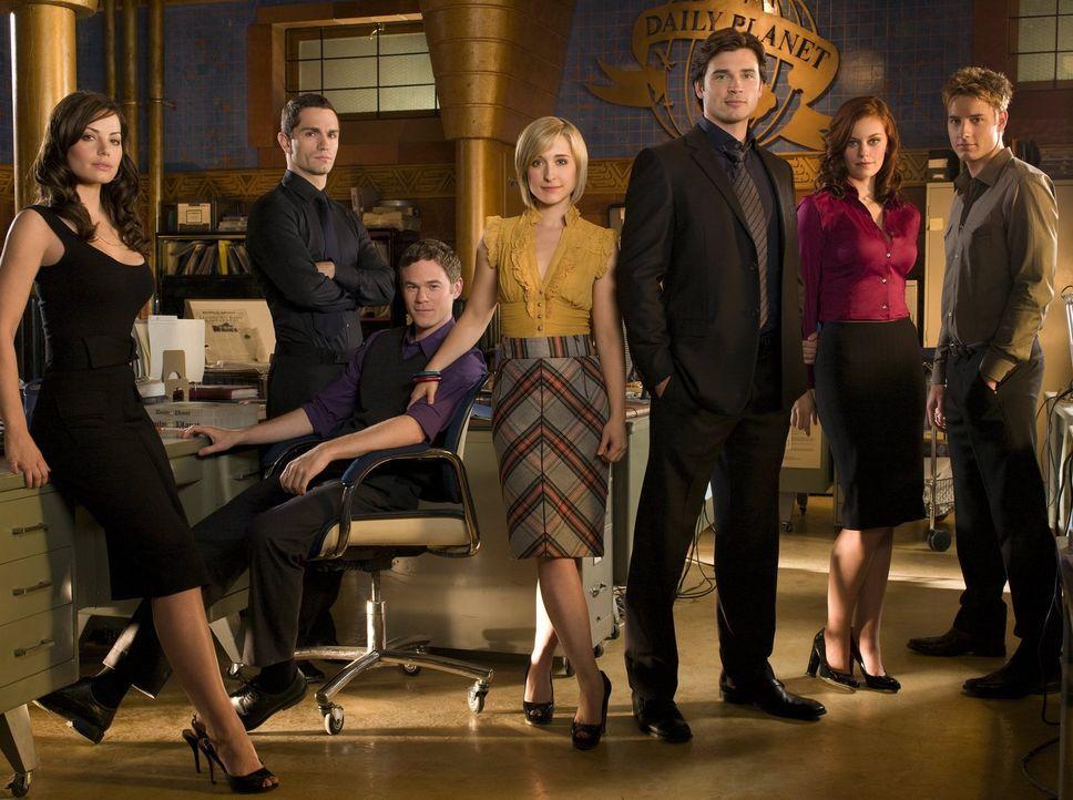 (8. Staffel) - Um sie dreht sich alles in Smallville (v.l.n.r.): Lois Lane (Erica Durance), Davis (Sam Witwer), Jimmy Olsen (Aaron Ashmore), Chloe (... - Bildquelle: Warner Bros.