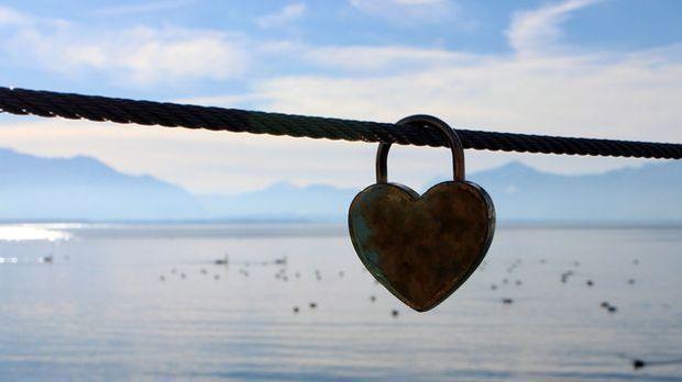 Schloss-Herz-Liebe-pixabay
