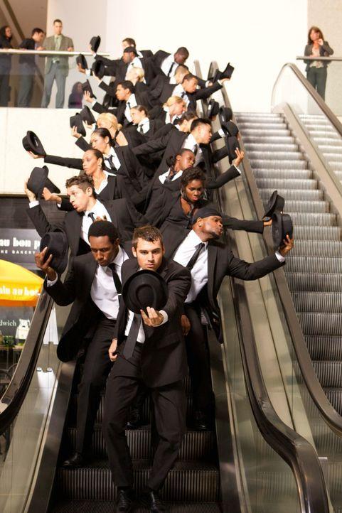 """Sean (Ryan Guzman, vorne M.) leitet eine Tanzgruppe, die sich auf tänzerische Flashmobs spezialisiert hat. """"The Mob"""" bereitet sich gerade auf einen... - Bildquelle: 2011 Summit Entertainment, LLC. All rights reserved."""