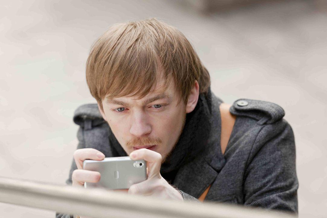 Steht Danni bei einem neuen Fall mit Rat und Tat zur Seite: Hannes (Tino Mewes) ... - Bildquelle: Frank Dicks SAT.1