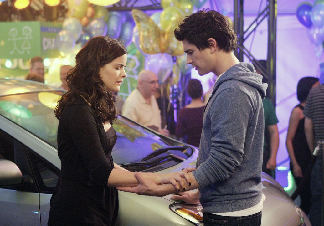 Sie vereint ein gemeinsames Schicksal: Kyle (Matt Dallas, r.) und Jessi (Jaimie Alexander, l.) besitzen übernatürliche Fähigkeiten. - Bildquelle: TOUCHSTONE TELEVISION