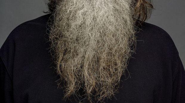 Phil (Phil Robertson) bringt seiner Enkelin das Tontauben schießen bei ... ©...