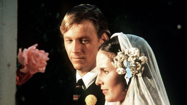 Noch stehen Olivia (Deborah White, r.) und Bob (Bruce Davison, l.) glücklich...