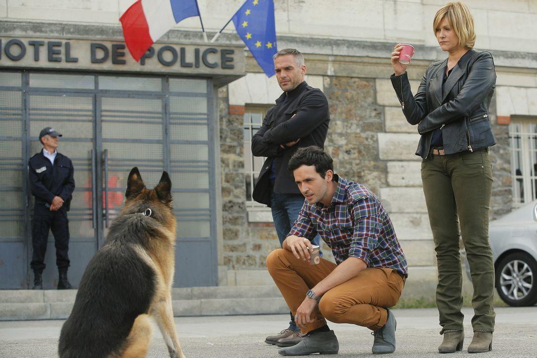 Müssen einen Mord aufklären, einen Jungen finden und den Drahtzieher stoppen: Rocher (Philippe Bas, l.), Hyppolite (Raphaël Ferret, M.) und Fred (Va... - Bildquelle: 2014 BEAUBOURG AUDIOVISUEL