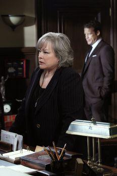 Harry's Law - Arbeitet weiter am Sanders Fall: Harry (Kathy Bates) ... - Bild...