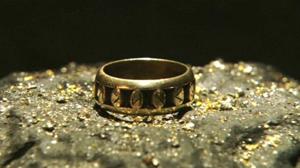Der Ring der Nibelungen ist, wie der Rest des Schatzes, verflucht. Siegfried...