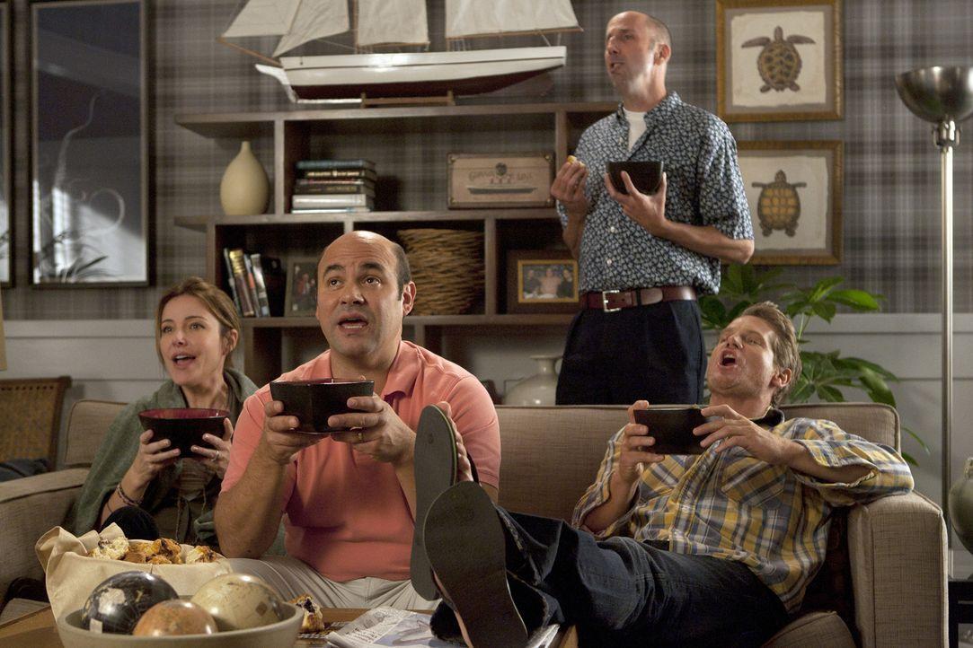 Genießen ihre gemeinsame Zeit: Ellie (Christa Miller, l.) Andy (Ian Gomez, M.), Bobby (Brian Van Holt, r.) und Tom (Bob Clendenin, hinten) ... - Bildquelle: 2010 ABC INC.