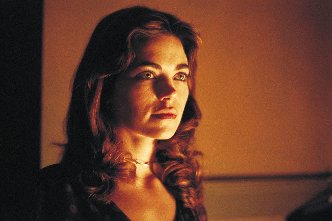 Mit Sympathie und Zuneigung tritt Stephanie Lewis (Amelia Heinle) dem schüchternen Quentin  gegenüber ... - Bildquelle: 2003 Sony Pictures Television International. All Rights Reserved.