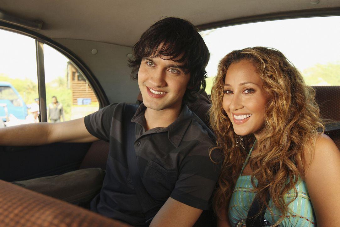 Auf der Fahrt zum Filmset kommen sich Vik (Michael Steger, l.) und Chanel (Adrienne Bailon, r.) näher: Sie erzählen sich ihre Träume und Wünsche ...... - Bildquelle: Disney - ABC - ESPN Television