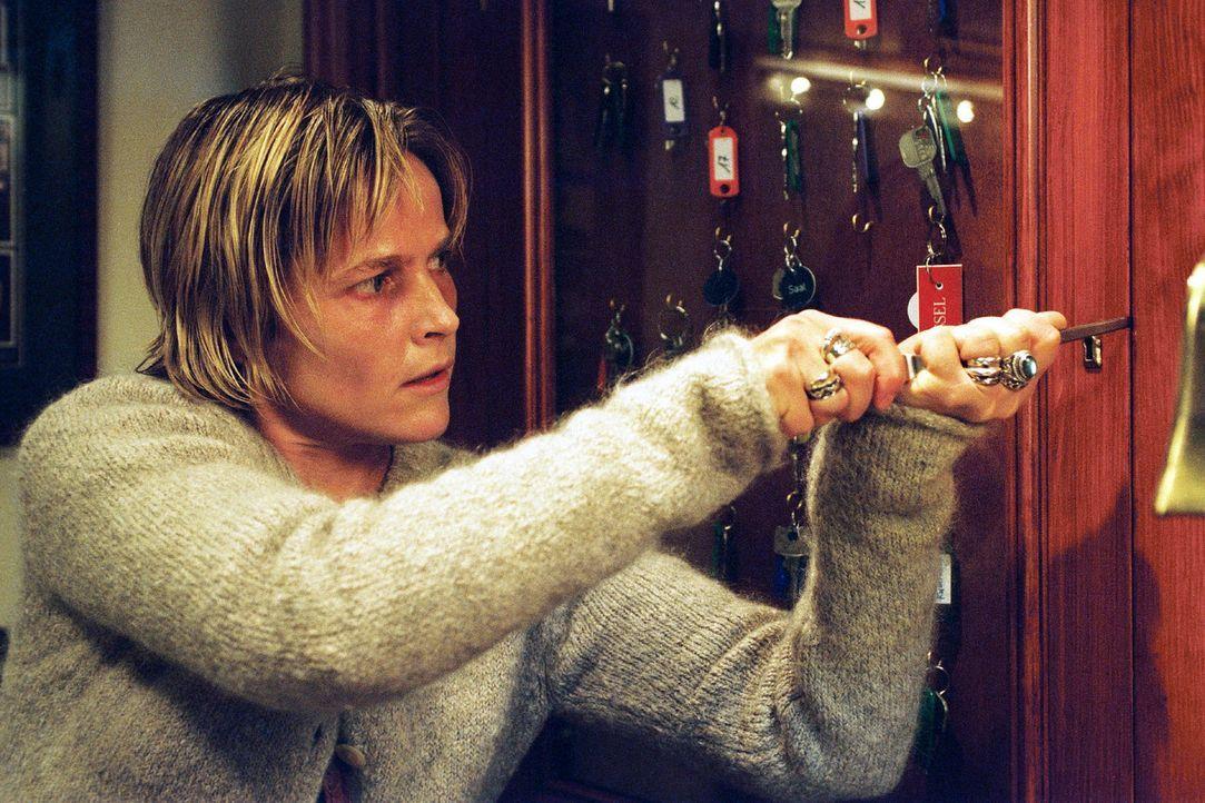 Sophie (Karoline Eichhorn) ist wieder in der psychiatrischen Klinik und macht einige aufschlussreiche Entdeckungen. - Bildquelle: Sat.1