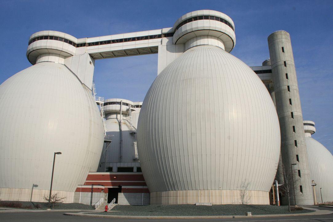 Wohin mit den städtischen Abwässern? In riesigen Reinigungsanlagen wird Abwasser gesäubert und so wieder zu einem wertvollen Rohstoff gemacht. - Bildquelle: Klaire Markham PMF/Klaire Markham