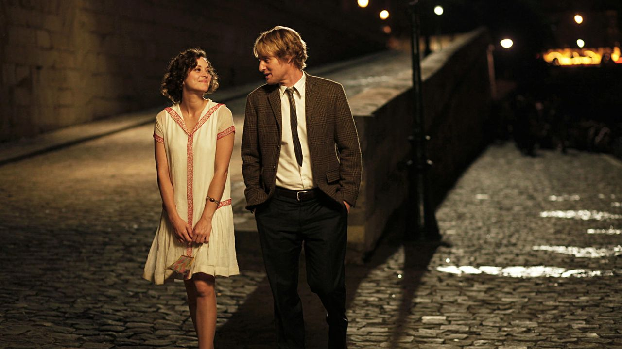 Adriana, Picassos reizende Geliebte, hat es Gil angetan. Zusammen spazieren sie durch das nächtliche Paris. - Bildquelle: Concorde