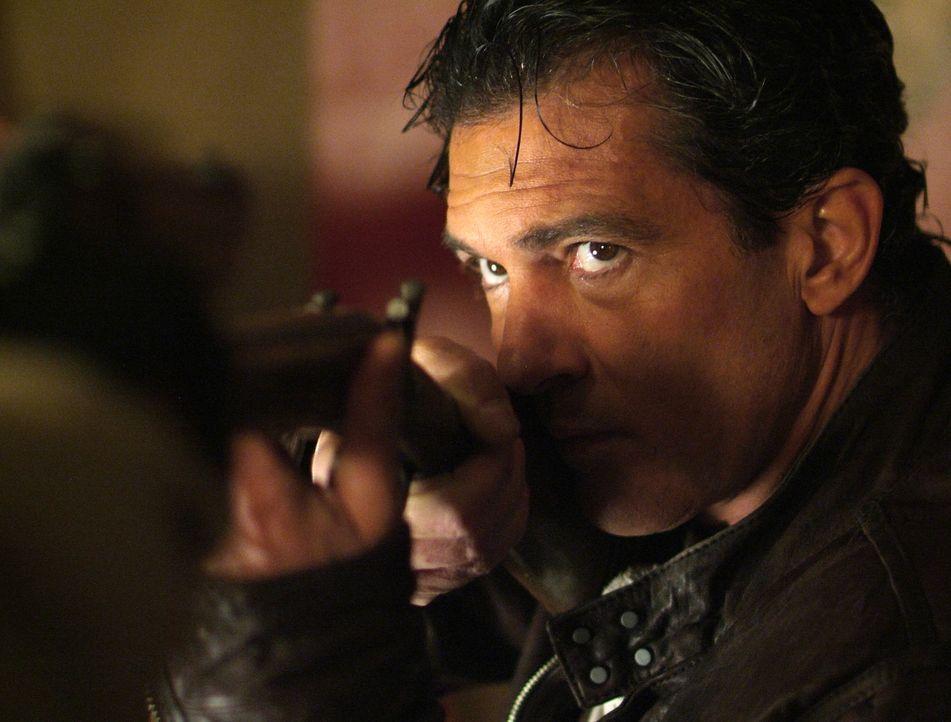 Steht er wirklich auf der Seite von Keith Ripley? Gabriel Martin (Antonio Banderas) ... - Bildquelle: Nu Image