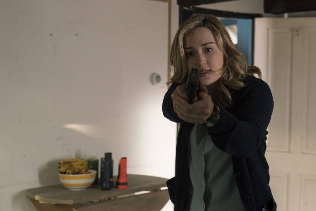 Unglücklicherweise glaubte das FBI, dass das Mädchen Mya in der Obhut einiger Agenten in dem Ferienhaus von Dr. Borden sicher sein würde. Doch berei... - Bildquelle: Warner Brothers