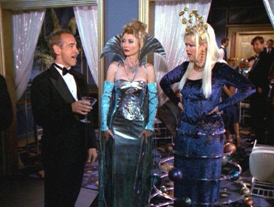 Zelda (Beth Broderick, M.) und Hilda (Caroline Rhea, r.) sind empört, als sie von einem Partygast beleidigt werden. - Bildquelle: Paramount Pictures